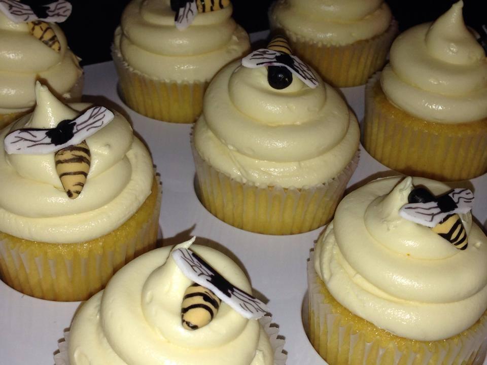 bee cupcakes close